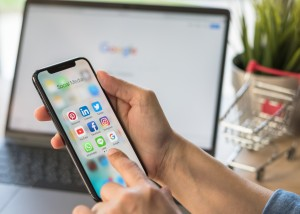 Social Media App For Digital Marketing E Commerce On Smartphone Mobile Online Applicatiion Via Multi Channel, Cross Channel Internet Technology